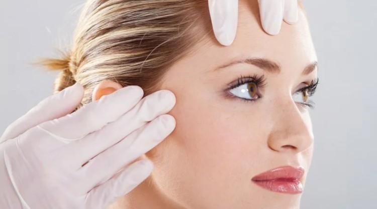 Пластичний хірург розповів як підтягнути шкіру обличчя без операції