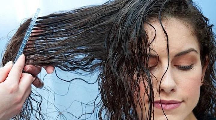 Чому не можна лягати спати з мокрим волоссям